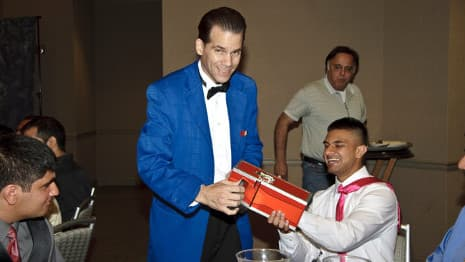 Magician entertains Chicago area adults with walk-around strolling close-up magic tricks.